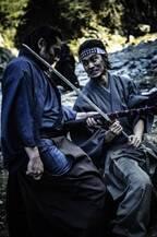 山崎賢人、『キングダム』の絆で初の侍役に奮闘『狂武蔵』メイキング