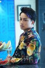 白濱亜嵐、3姉弟のシーンふり返り「難しかった」『コンフィデンスマンJP』メイキング公開
