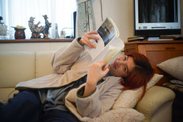奈緒、素顔の佐久間由衣を撮影『君は永遠にそいつらより若い』写真展開催