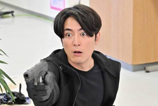 """「バンクオーバー!史上最弱の強盗」前編、細田佳央太の髭もじゃ""""謎の男""""姿に「全然分からなかった」「なんの役でもできる」の声、スカイピースの出演を祝う投稿も"""