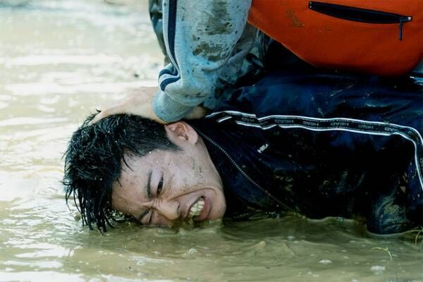 """佐藤健、""""容疑者""""利根を演じる覚悟明かす…『護られなかった者たちへ』濃縮15分の特別映像"""