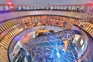大阪府・梅田スカイビル空中庭園展望台屋上でカウントダウン実施