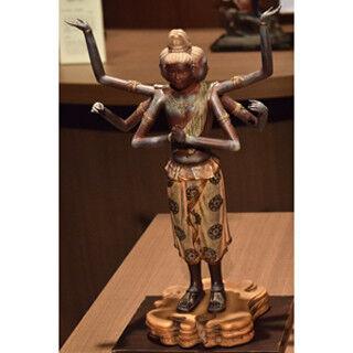 東京・表参道で阿修羅とナウシカを並べるなどの仏像と本の展示会開催