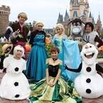 ディズニーランドの全身仮装、今年は『アナ雪』大人気! ジェラトーニも発見