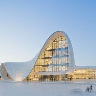 東京都・初台で新国立競技場を手がける前衛的建築家 ザハ・ハディドの個展