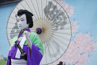 東京都中央区・泰明小学校で、子供たちの演じる本格的な歌舞伎公演を実施