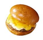 ロッテリア、総重量が約1.5倍の「絶品チーズバーガーワイド」など新発売!