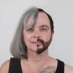 遺伝子トリック。親族の顔写真を半分ずつ合成したら思ったほど違和感なかった。「遺伝肖像」