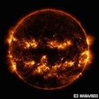 まるでかぼちゃのお化け? - NASAがハロウィン仕様の太陽の写真を公開