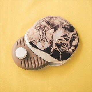丸まった猫の中から湯たんぽが!? 猫型湯たんぽカバーが新登場!