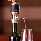 ボタンひと押しでワインに空気を瞬時に含ませられる「Vinaera」