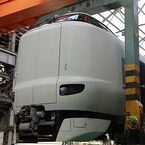 JR西日本、吹田総合車両所一般公開! クレーン移動作業見学、車両と綱引きも