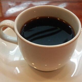 """一番美味しいのは? - 現役カフェ店員が""""高級缶コーヒー""""を飲み比べ"""