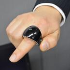 富士通研、空中に手書きして文字入力できる指輪型デバイスを開発