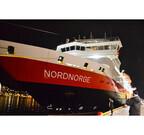 """ノルウェーの海を優雅に漂う船「フッティルーテン」に""""中まで""""迫ってみた"""