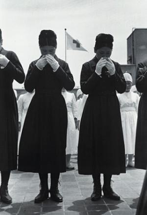 東京都・東京工芸大学で写真家・土門拳の写真展開催。テーマは「手」