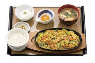 味噌の風味がくせになる、岐阜名物「鶏ちゃん焼」が定食で登場 - やよい軒