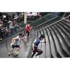 京都府の駅ビルで心臓破りのレース「京都駅ビル大階段駈け上がり大会」開催