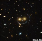 NASA、ハッブル望遠鏡が撮影した宇宙に浮かぶ「スマイル」を公開