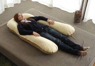 """""""抱かれ枕""""の長さ&幅を選べるプランが登場 - 足まで絡められるタイプも"""