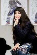 トミタ栞、アルバムに込めた思いを語る - 1stアルバム『もしもワールド』発売記念前夜祭