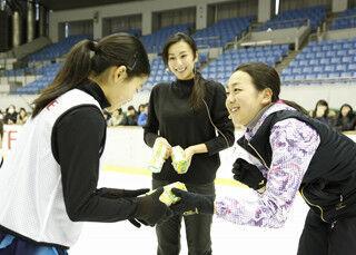 浅田真央・舞姉妹がフィギュアスケート教室に特別コーチとして登場