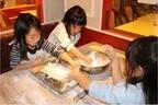 千葉県千葉市で、丸亀製麺のうどん職人体験 - 打ったうどんも食べられる!