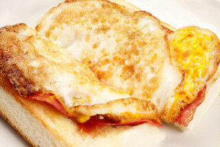 ヴィ・ド・フランスで最もカロリーが高いパンは、サクサク生地が特徴のアレ