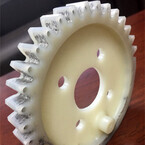 岐阜大、樹脂内に炭素繊維を組み込んだ材料による歯車を開発