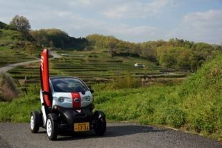 """ソフトバンクが日産の超小型モビリティを利用した地域振興協力 - 奈良県の明日香村で""""MICHIMO""""がグランドオープン"""