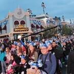 世界最初のディズニーランドで60周年イベント幕開け! 開園前からゲスト殺到