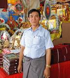 「普通に仕事をしているだけで功徳を積める仕事が誇り」 - ミャンマーの仏具店経営者の働き方