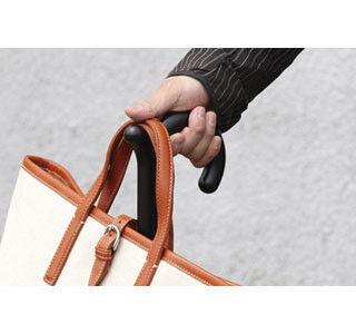 雨の日の通勤を快適に! カバンを掛けられる傘「rumbrella」登場