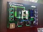 COMPUTEX TAIPEI 2015 - Thermaltakeが平面レイアウトの壁掛けPCケースを披露、横置きでちゃぶ台にも