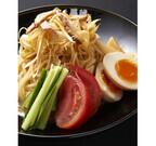 麺屋黒琥、ピリ辛ネギがクセになる夏限定「ごまダレ冷やし中華」を発売