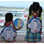 JAL、沖縄旅行が楽しくなる機内サービス実施 -「OKINAWAキッズリュック」も