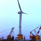 丸紅など、福島県・小名浜の洋上にて7MWの風力発電設備の設置作業を開始