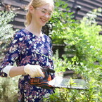 1台5役の園芸工具 - 芝刈りも生け垣の剪定もOK