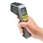 サンワサプライ、非接触式の放射温度計 - レーザーで測定箇所がわかる