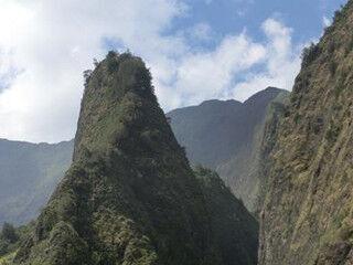 """心の底から勇気がわいてくる - 行ってみたいハワイのパワースポット """"イアオ渓谷"""""""
