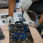 マウス、長野県の飯山工場で恒例の「パソコン組み立て教室」を開催 - 子どもたちが「はじめてのPC」を自分の手で組み立て