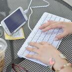 サンコー、電池いらずなiPhone・iPad用キーボード