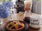 シンプルな風景の中にこだわりが見えるカフェのような食卓