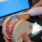 フィリップス、約10倍の歯垢除去力を実現した電動歯ブラシ - 舌磨き用ブラシも追加