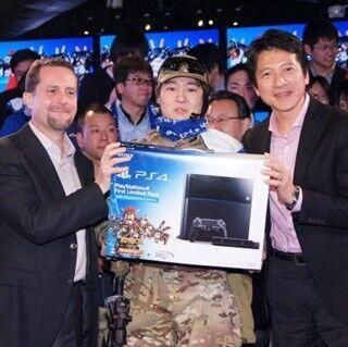 『PS4』日本販売開始! ゲーム開発陣や芸能人も登壇した大盛況の銀座ソニービル