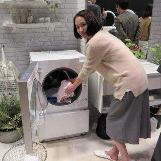 パナソニック、水平・垂直デザインのななめドラム洗濯機「Cuble」