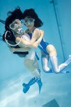 京都府京都市で古賀学「水中ニーソキューブ」展 - 360度体験できる動画も