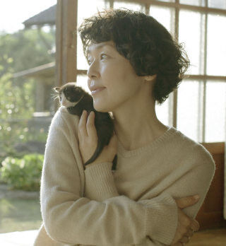 小林聡美が石井桃子原作ドラマ『山のトムさん』で猫とまったり田舎暮らし