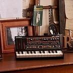 ローランド、80年代の有名アナログシンセをイメージした音源モジュール発売
