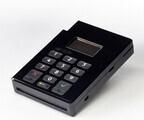 ゼウスとプラグラム、ICカードとPIN入力に対応した決済システムを開発
